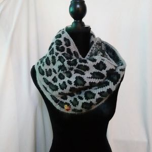 Betsey Johnson black and gray leopard prin…